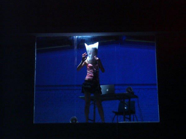 11-art-performence.jpg
